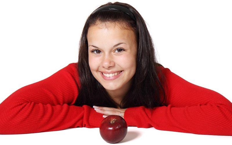 少女とりんご