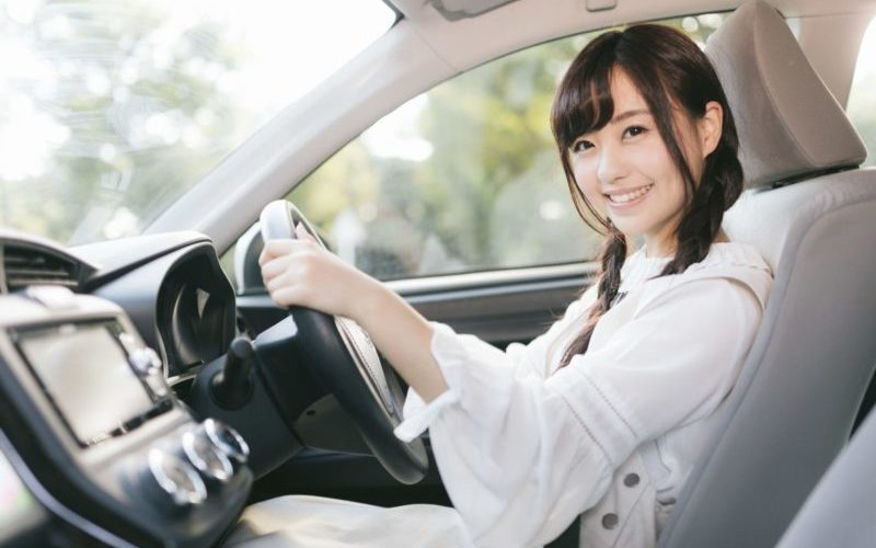 運転している彼女