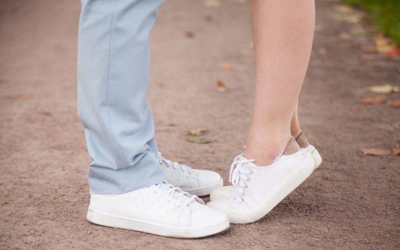 男女の両足