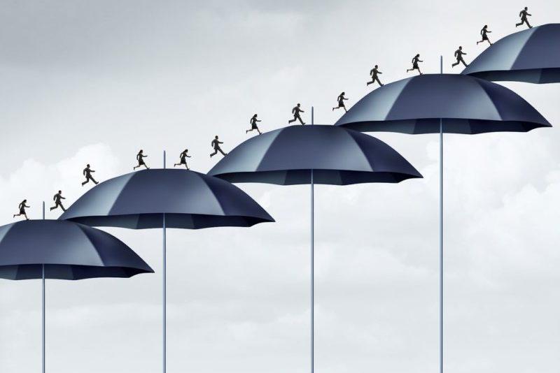 傘の階段を昇る