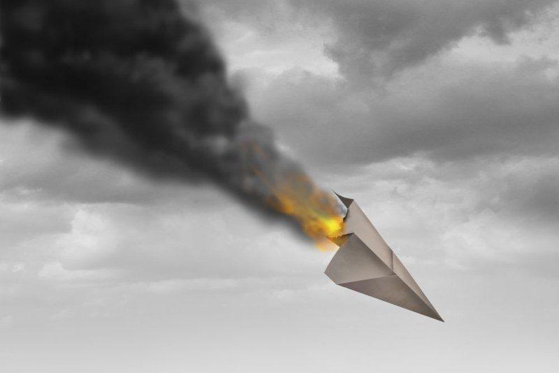 紙飛行機の墜落