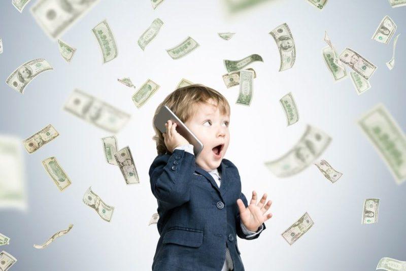 お金をばらまく子供