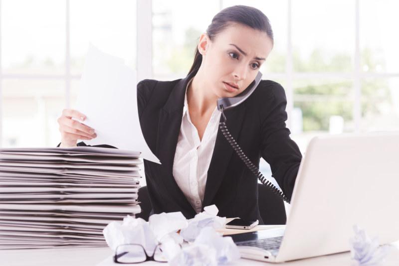 仕事が忙しい女性
