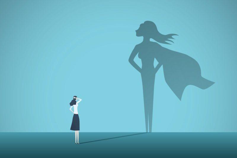 未来を見る女性
