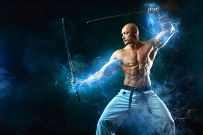 上半身裸と剣
