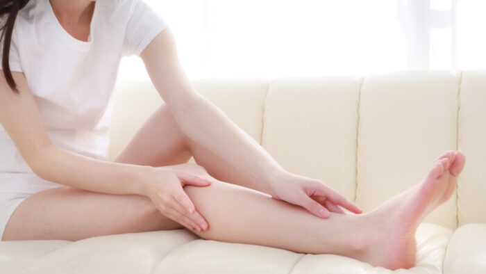 足が細い女性